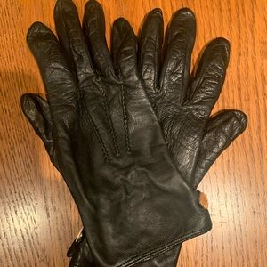 Size 7.5 Burberry Silk-Lined Leather Gloves